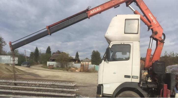 Бортова вантажівка маніпулятор VOLVO FH 12